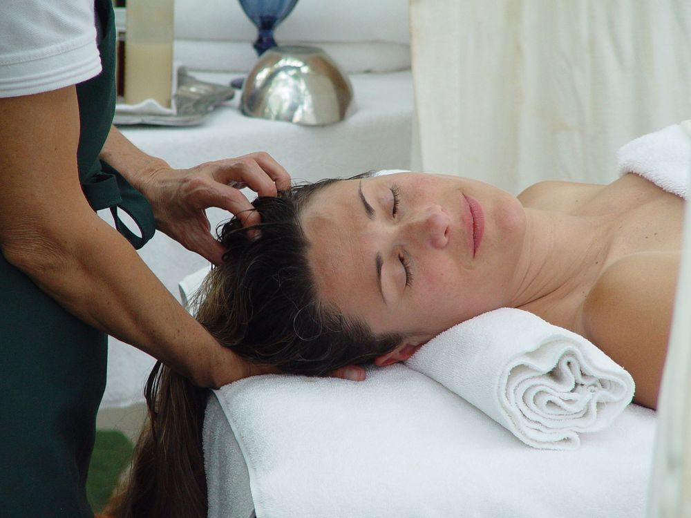 Waterfall Head and Scalp Therapy