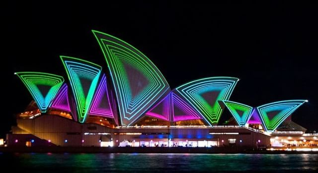 Vivid Sydney is coming very soon, and what better way to warm up your winter than with a running tour exploring the history and sights with Sydney all lit up!  Limited dates check out our website for more!  #sydney #ilovesydney #vividsydney #runsydney #sydneyinstarunners #runyourworld #marathon #running #training #fitness #health #runnersworld #runitfast #runnerscommunity #runnersofinstagram #visitsydney #visitnsw #travel #passport #instarunners #runningtours #smhhalf #runnerspace #run #justdoit #runhappy