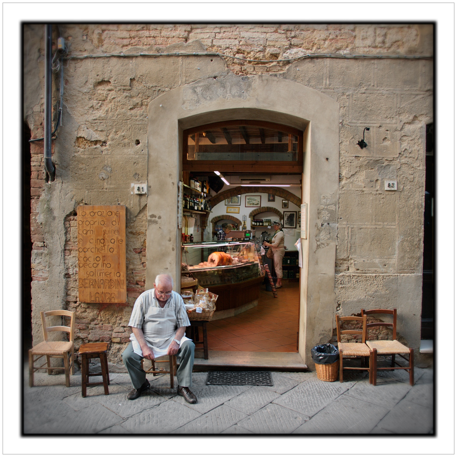 butcher  +  the wife   ~ Pienza / Tuscany, 2009 - (embiggenable) • APS-C