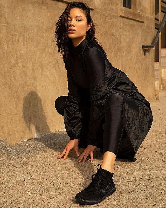 @adelinanovak in her ninja stance. . . . . . . #nike #nikerunning #nikewomen #nikela #nikelosangeles #nikenyc #running #active #lifestyle #fitness #fitgirl #streetfashion #lamodels #fashionmodel