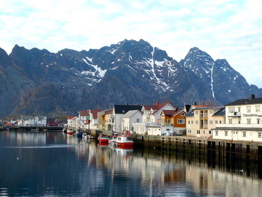 Taking advantage of the opportunity to get off the ship, we join a tour of the Lofoten Islands, which proves to be well worth it for picture taking.