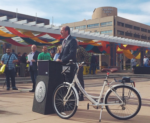 Mayor Berry giving Zagster a warm welcome to the Land of Enchantment at the launch event in April.