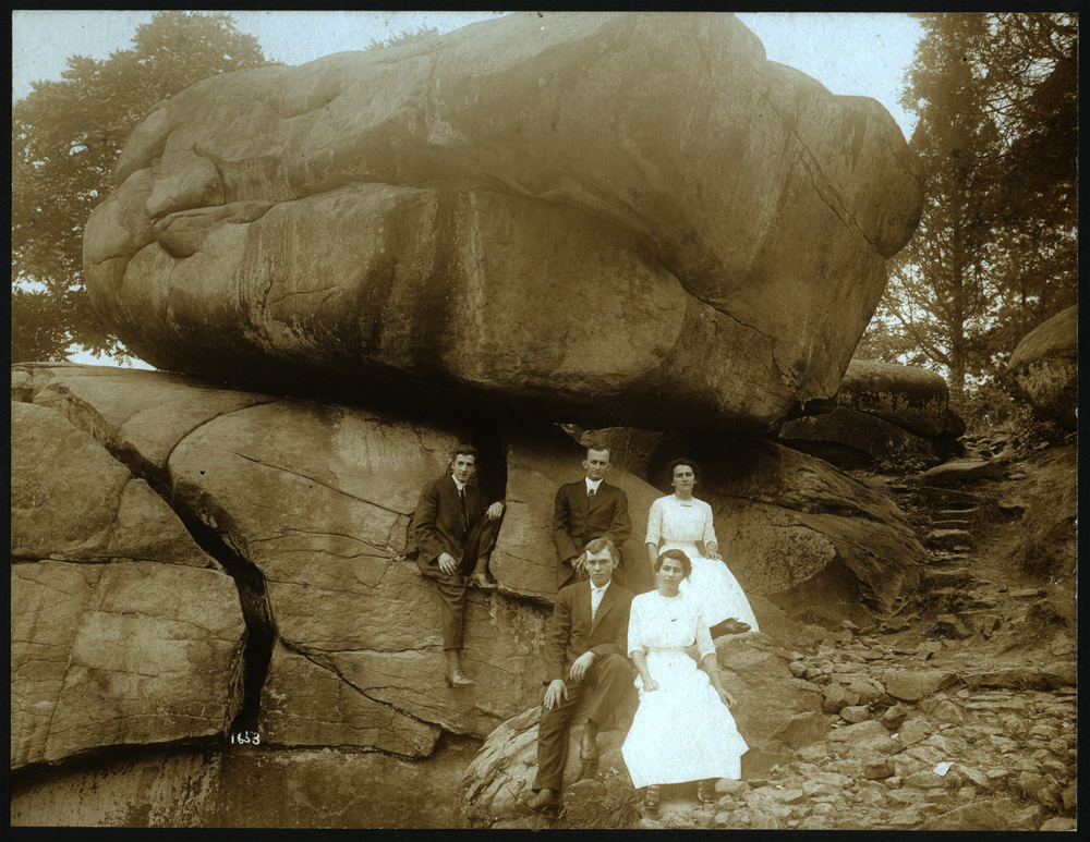 Curvin and Cora Smith (back row) and friends at Devil's Den, Gettysburg, Pennsylvania