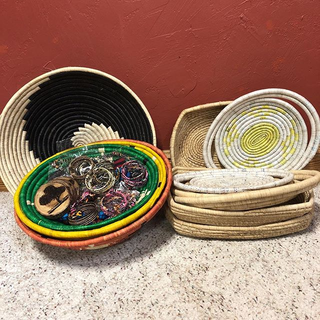 The women have been busy! Look at these beauty new items! New baskets, jewelry, ✨New Trays ✨ and ✨New 9x13 Casserole Baskets✨ #newitems #baskets #jewelry #handmade #wovenheartsofhope #new #trays #casserole #africanbaskets #amazing #uganda
