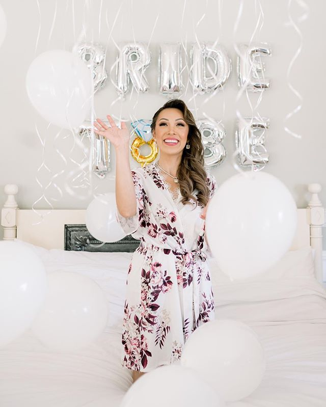 Love this fun set for the bride to be getting ready. Seriously every bride squad needs to do this for the bride! So cute 💍
