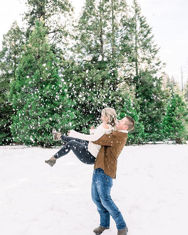 This weather has me so excited for all the snow coming these upcoming weeks!! One of my favorite times of the year is going up to shoot snow sessions.  I have openings in the next few weeks for sessions...couples, families, etc dm me if interested in going up to adventure in the snow❄️