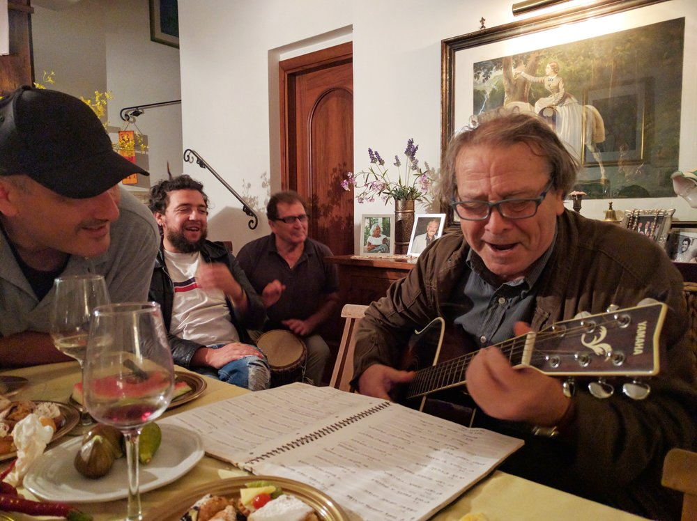 Gino, the guy on the guitar, is Montaganese Leonard Cohen.