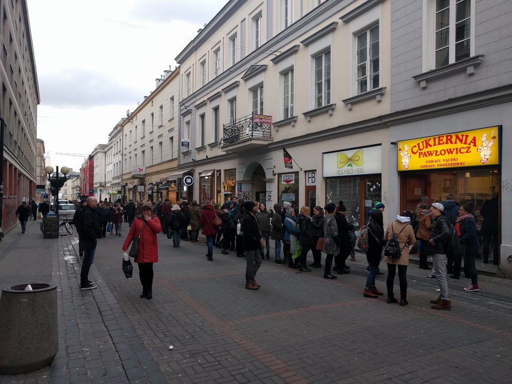 Long lines for the best Paczki bakery in Warsaw.