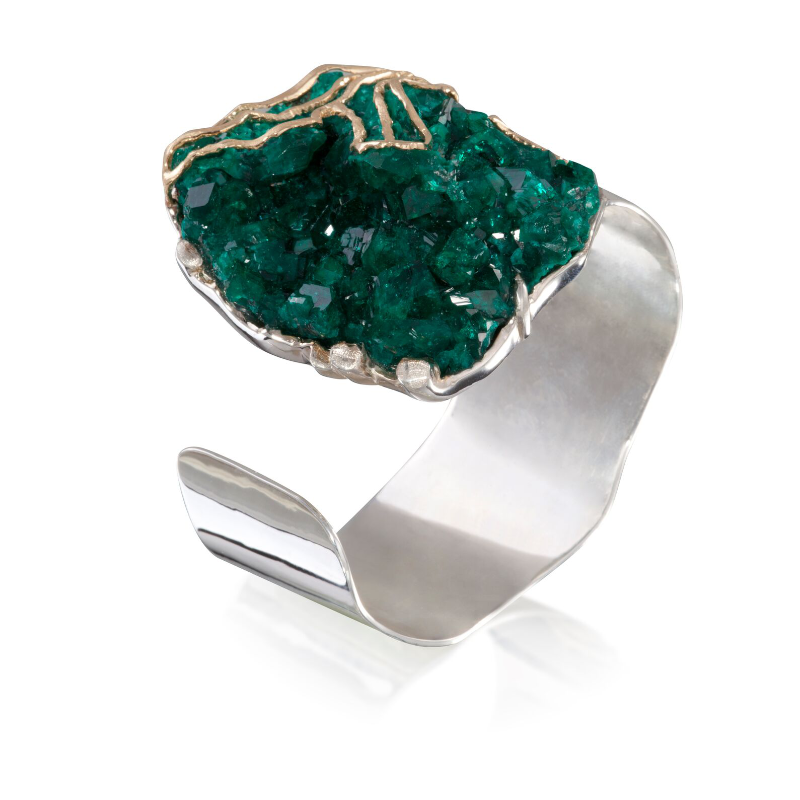 Dioptase crystals (Russia) with 18k yellow gold on a white gold-plated 925 silver cuff