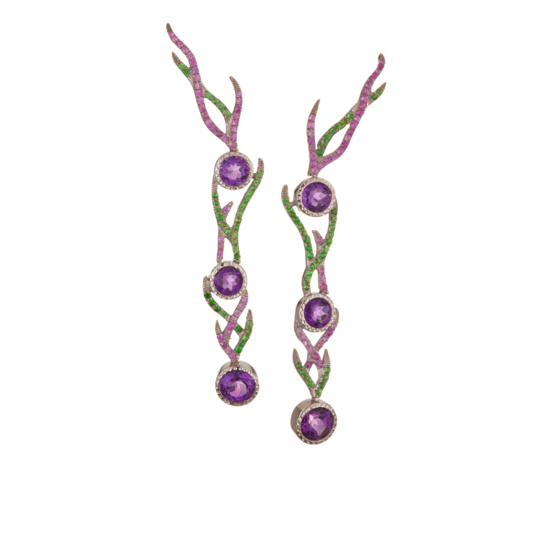 Round brilliant-cut amethyst (Madagascar) with amethyst and peridot pavé earrings, set in 18k white gold