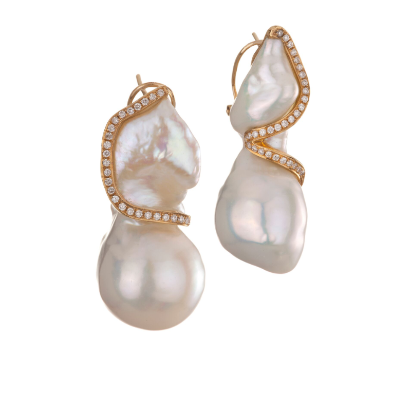Baroque freshwater pearl (China) earrings with 18k yellow gold and diamonds
