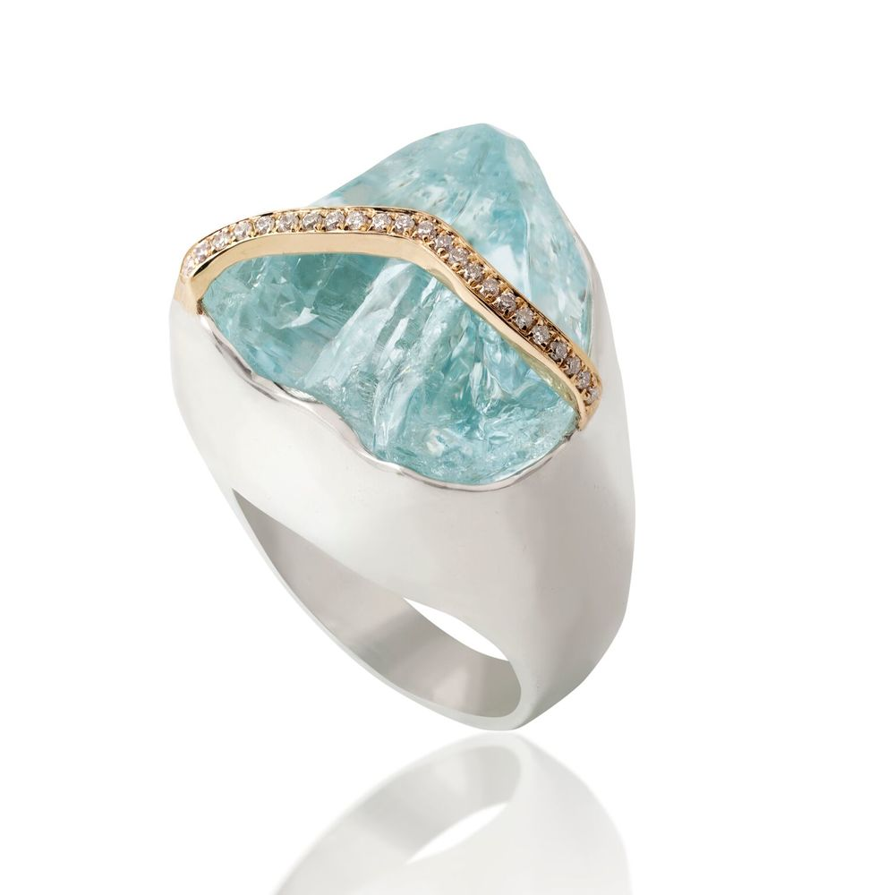 Aquamarine and strip of gold-set diamond pavé, set in a white gold-plated silver ring