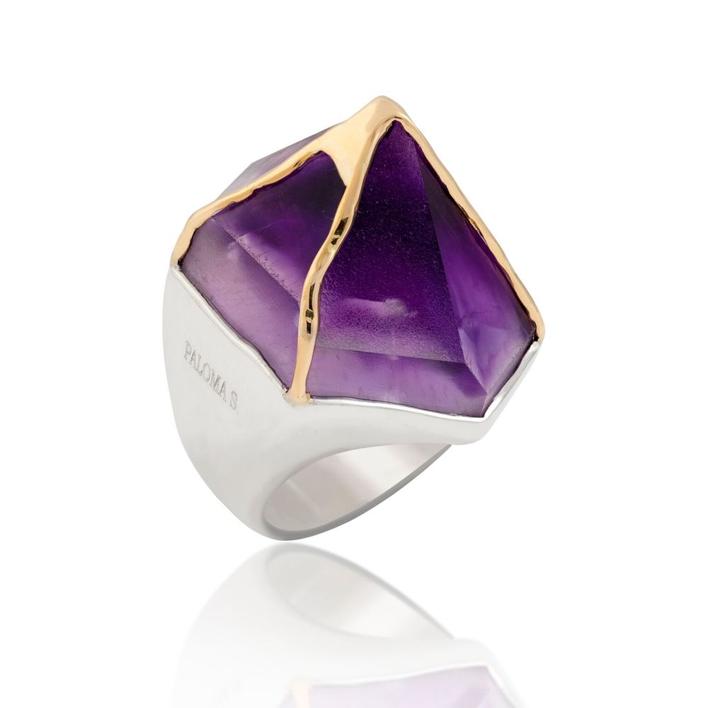 A sliced tip of an amethyst crystal (Uruguay), crossed in 18k yellow gold, set in white gold-plated silver ring