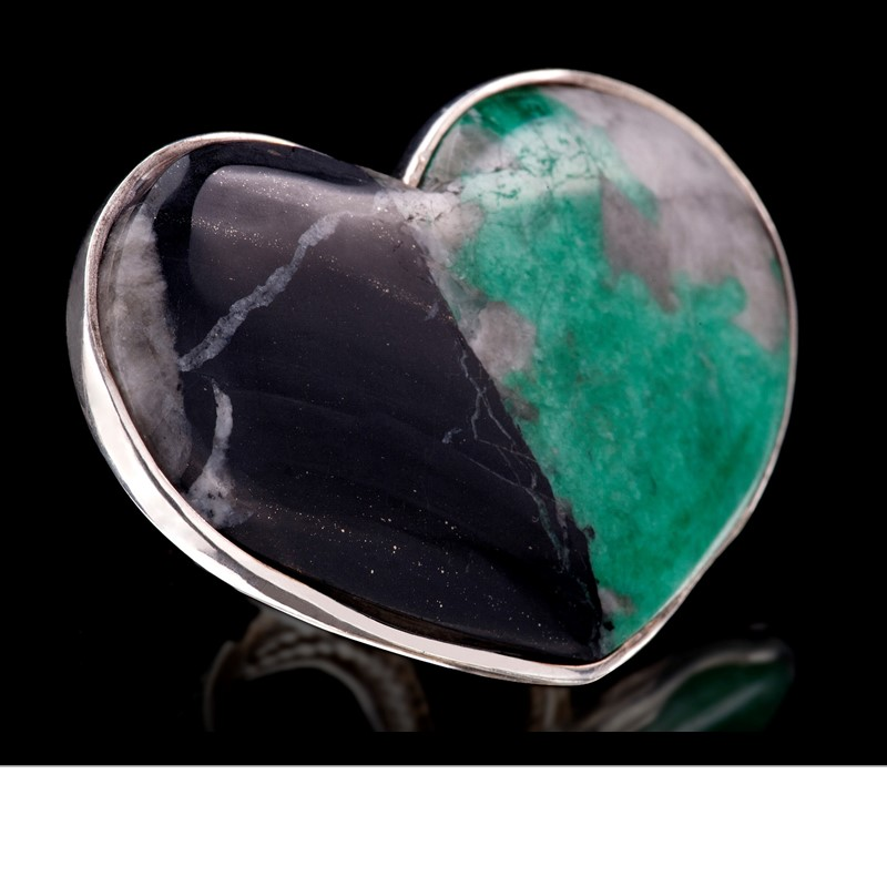 Rough emerald from Colombia, naturally fused with dolomite, open into a large heart ring. Set in 925 silver