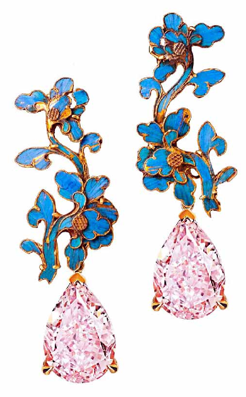 Pear Shaped Cut Fancy Intense Pink Diamonds with Antique Chinese Dian Cui (Qin Dynasty) Set in 18 karats Gold