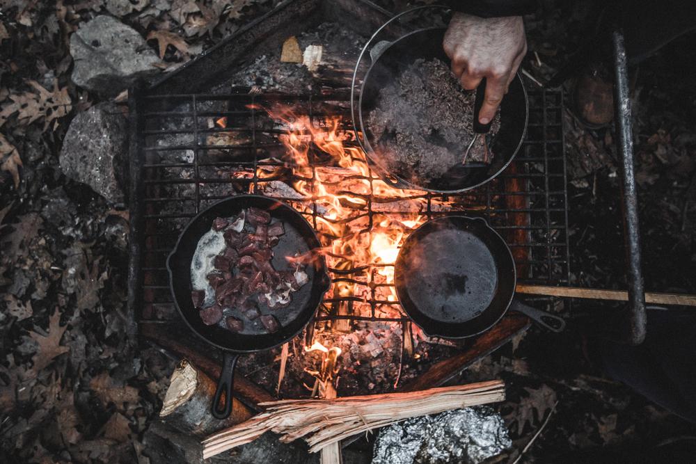 Making foon on open fire.jpg