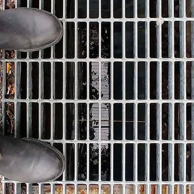 Shoe selfie.  #shoes #montreal #grille #reflection #selfie