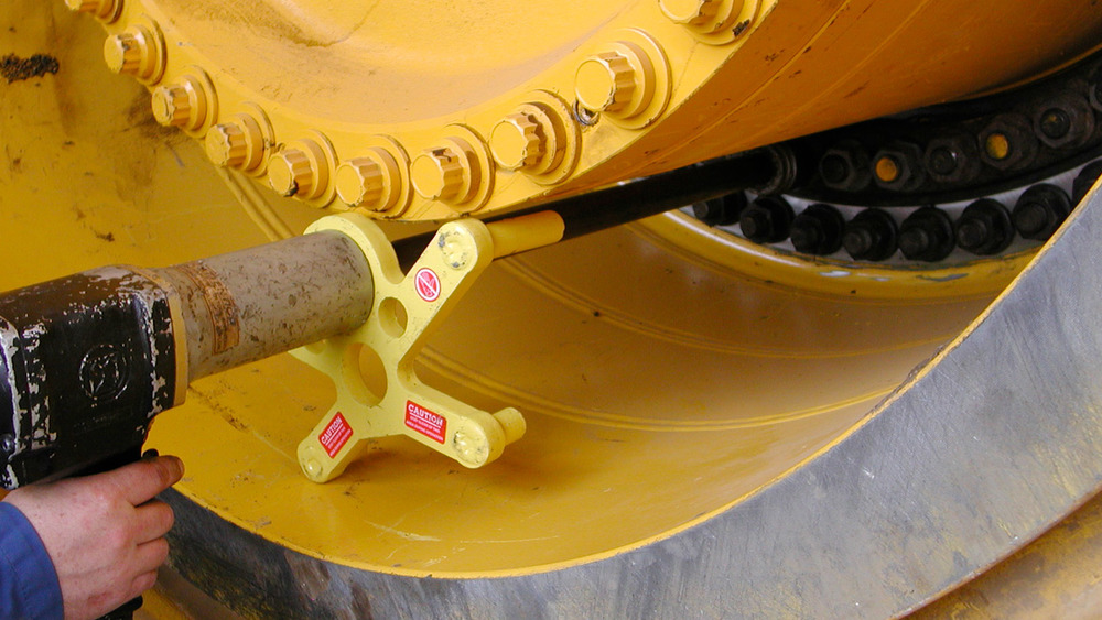 RAD-30-Caterpillar-Wheel-Lugs