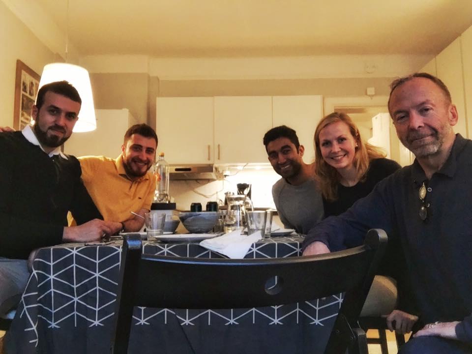 Vi har hatt besøk av Khalil og Obaida i kveld. Ein kjempehyggjeleg kveld der vi fekk øvd litt på Sunnmørsdialekt! Til og med pappa tok turen innom