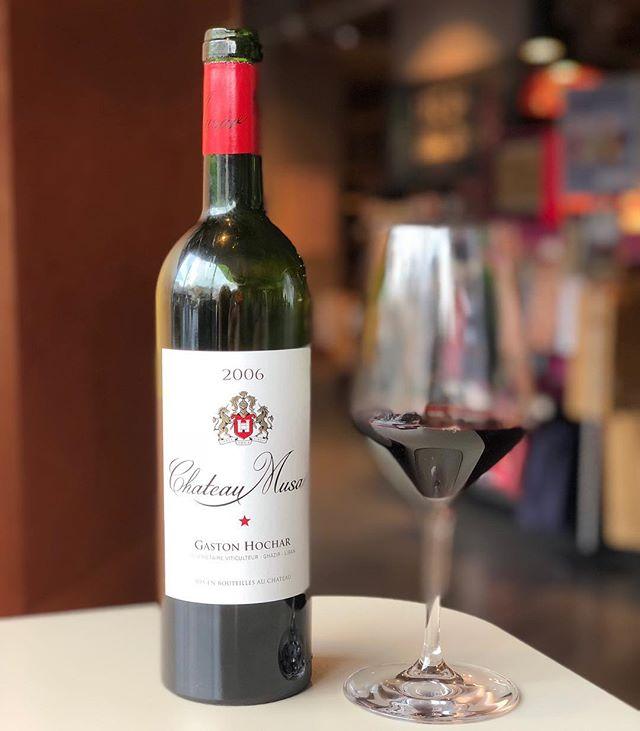 Excellence wein! Ein trockener Qualitätsrotwein aus Libanon, Bekaa Valley, Cuvee aus Cabernet Sauvignon, Cinsault und Carignan, ausgezeichnet🍷! #chateau #wein #weinlove #weinfest #weinundco #weinbar #love #fest #wineporn #winetime #winelover #wineoclock #winetasting #wineglass #wien #rotwein