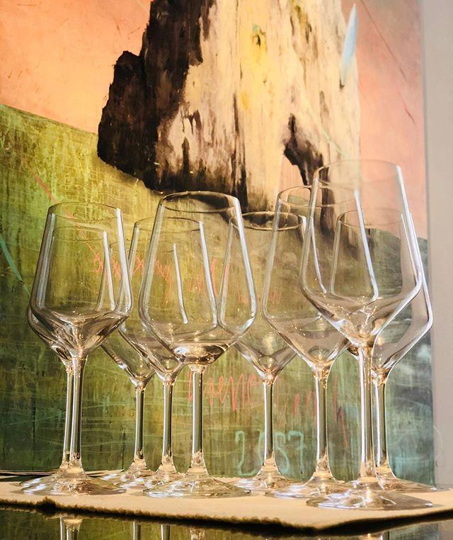 Frisch gewaschen und warten darauf mit Wein 🍷 gefüllt zu werden! #qvevri #qvevriwein #qvevrilover #weinglas #weinblog #weinfest #weinlove #wein #wineglass #winelovers🍷 #winetime #plankengasse 6. 1010 Wien