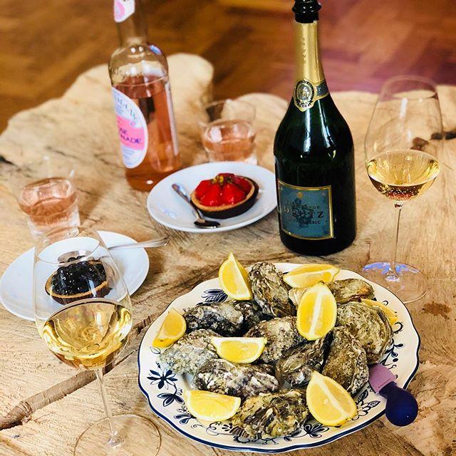 Gute morgen und happy Austern!! #deutz #campagne #austern #tart #hime #winelovers🍷#food #foodporn #foodgasm #foodlover #wood #fentimans #roselemonade #love