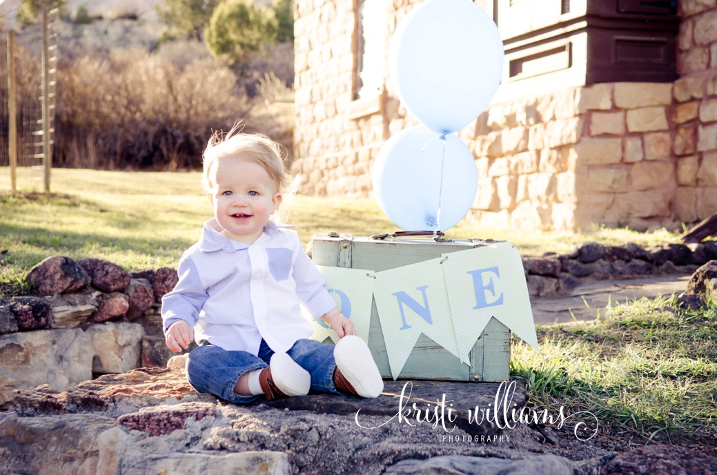 outdoor family pink and blue one year birthday session by Kristi Williams Photography