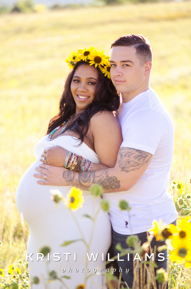 sunflowercouplematernityphotography
