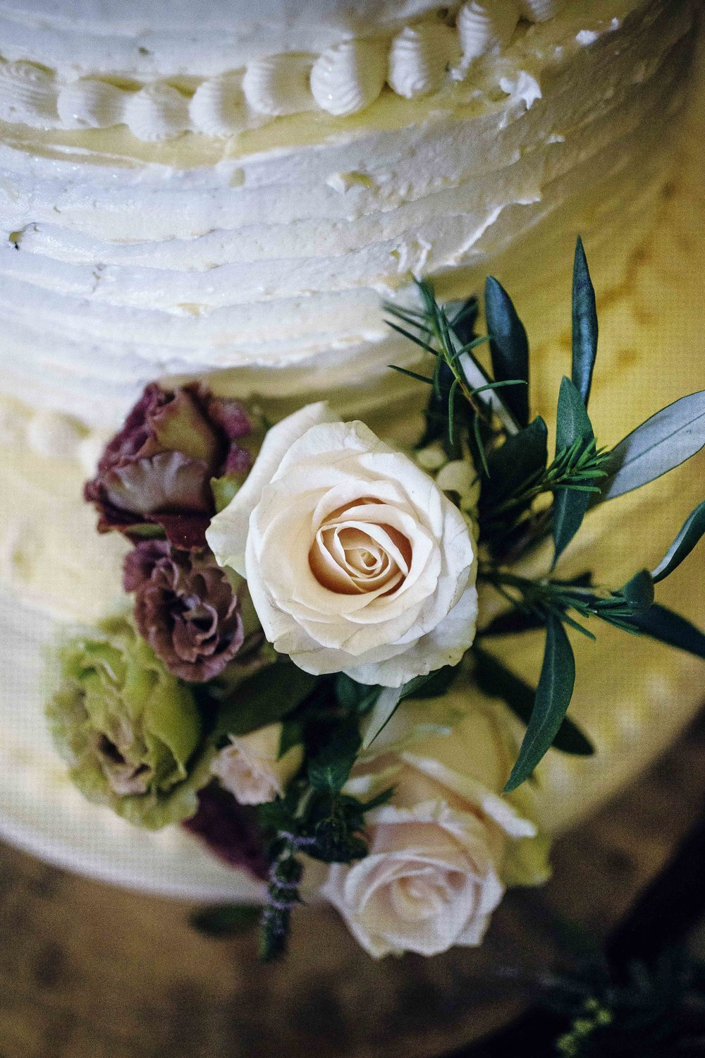 fresh flower wedding cake decoration.jpg