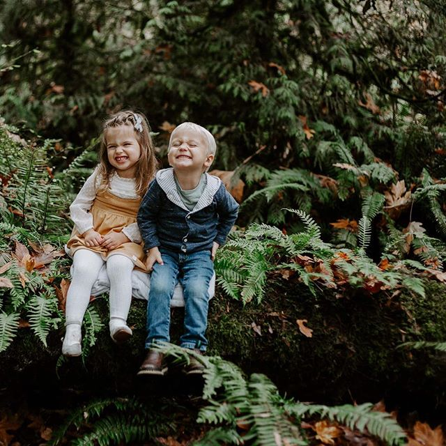 These two have known each other since birth - I couldn't ask for anything better then for one of my besties (since I was 4!!!) then for our two littles to love each other like this. // Side note - Christmas minis are filling up fast for November 17 so let me know if you want on the schedule.  More info. In my stories!  #besties