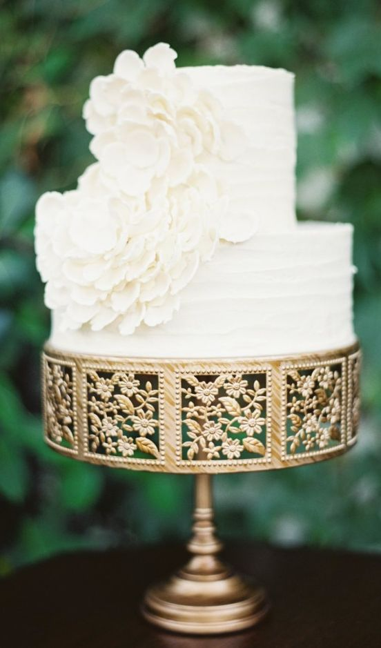 Wedding Cake Ideas | Gold Cake Stand