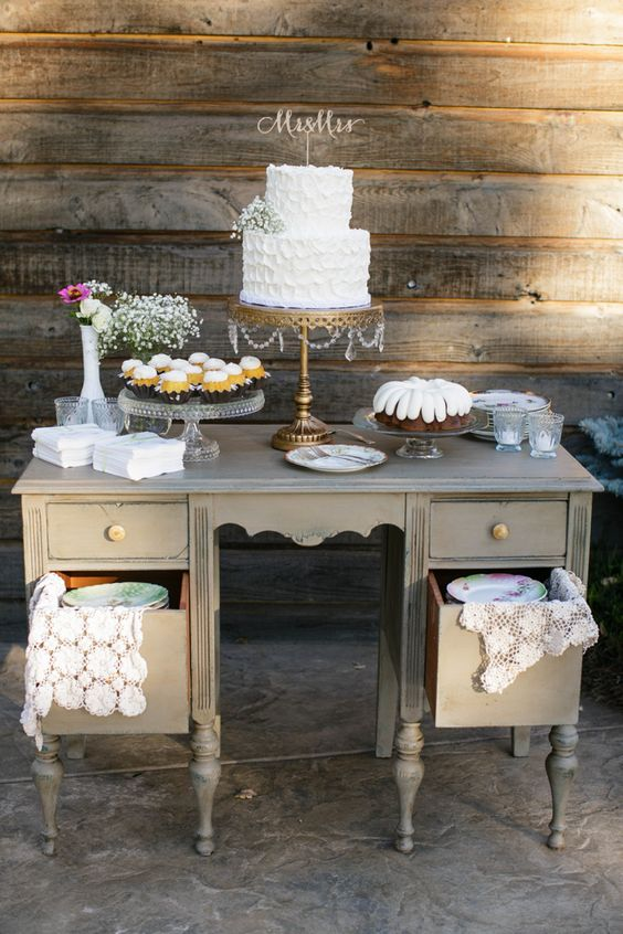Gold, Romantic and Vintage Cake Table