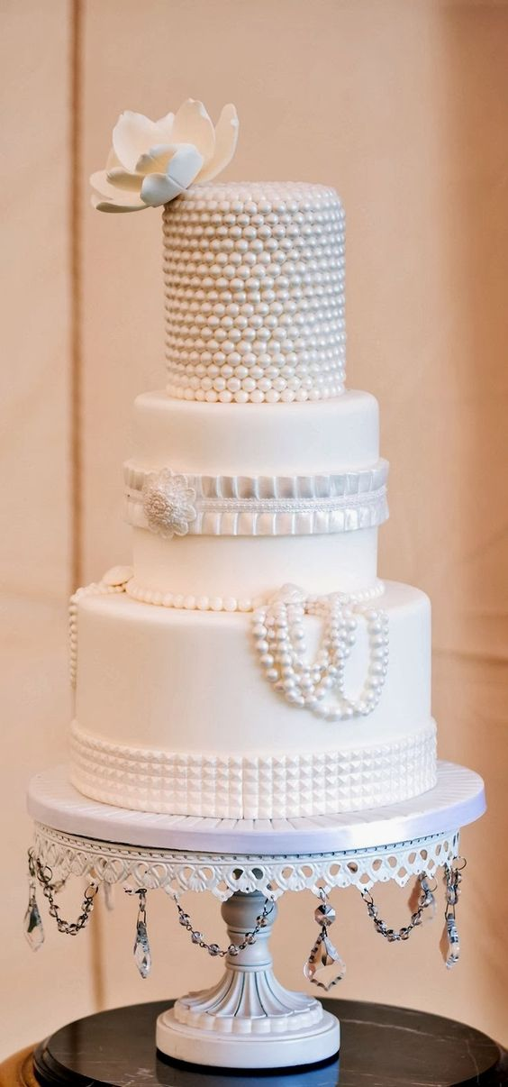 White Chandelier Cake Stand | White Pearls Wedding Cake