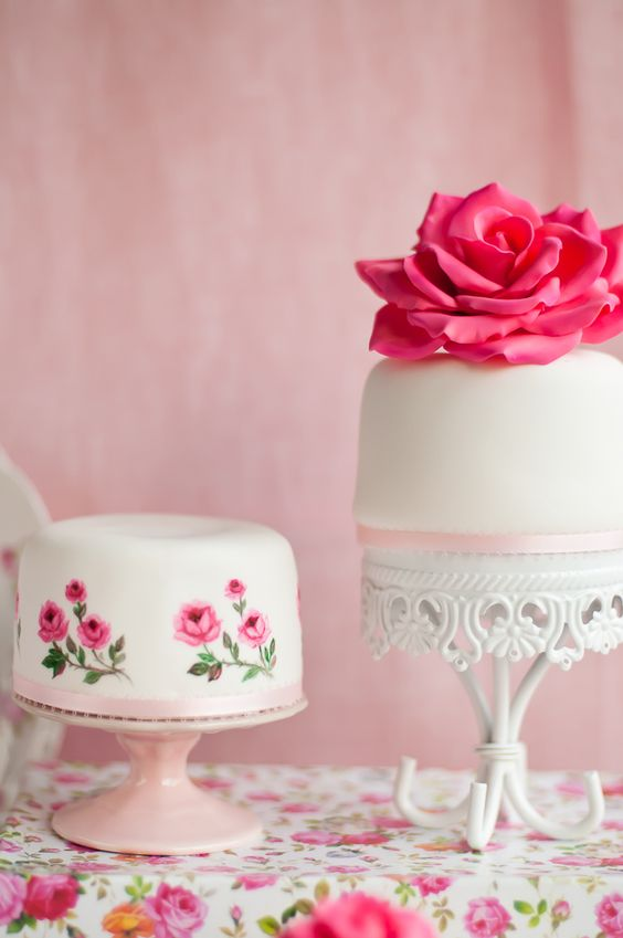 Small Cake Stands | Loopy Band Cake Plate | Opulent Treasures