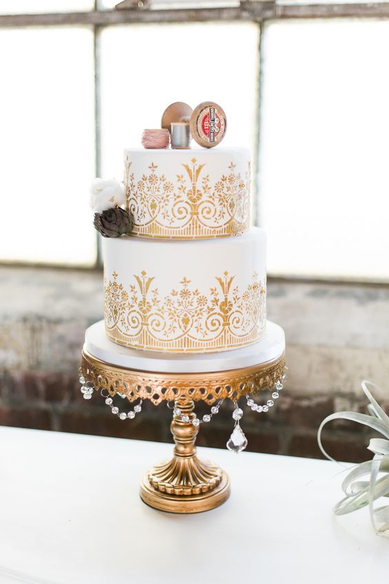 Gold Chandelier Cake Stand by Opulent Treasures | Cake Ideas