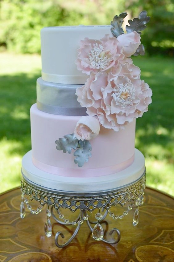 Opulent Treasures| Silver Chandelier Loopy Cake Plate