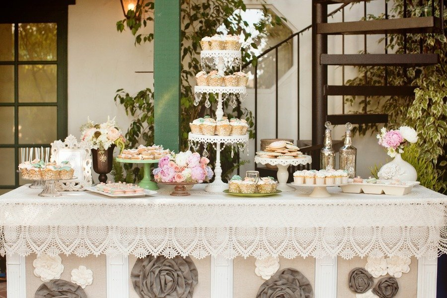 opulent-treasures-white-cake-stand-victorian_wedding-kim_le_photography.jpg
