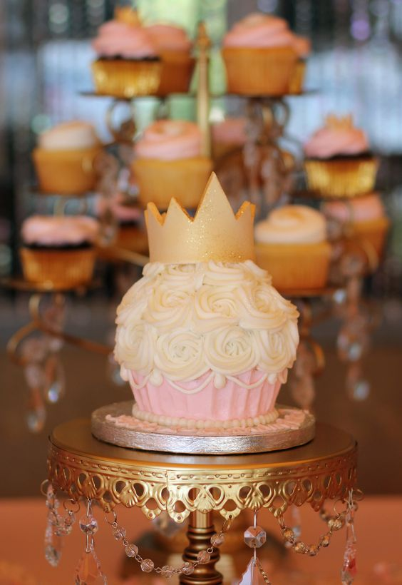 gold-chandelier-cake-stand-cupcake-stand.jpg