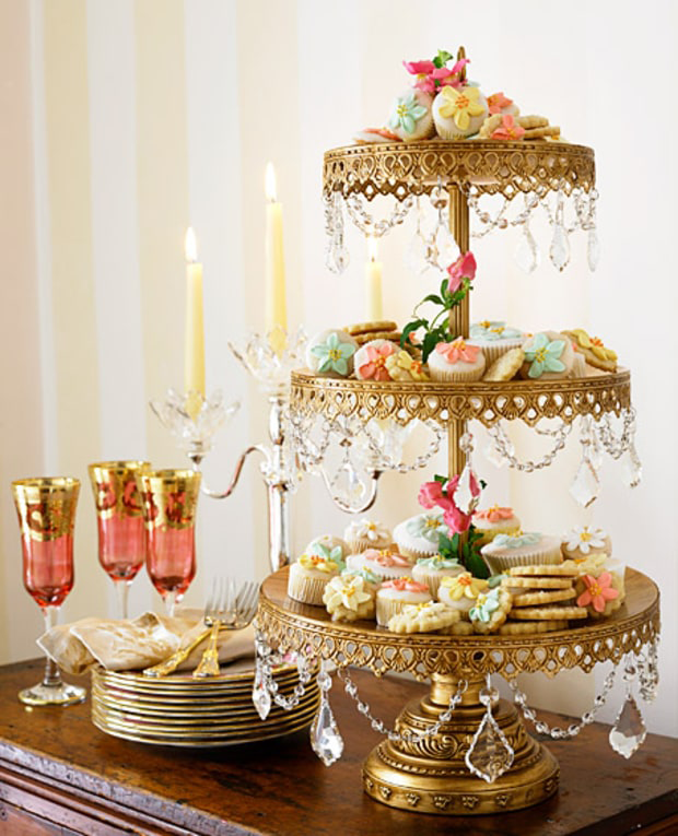 Gold-chandelier-cake-stand-opulent-treasures.png