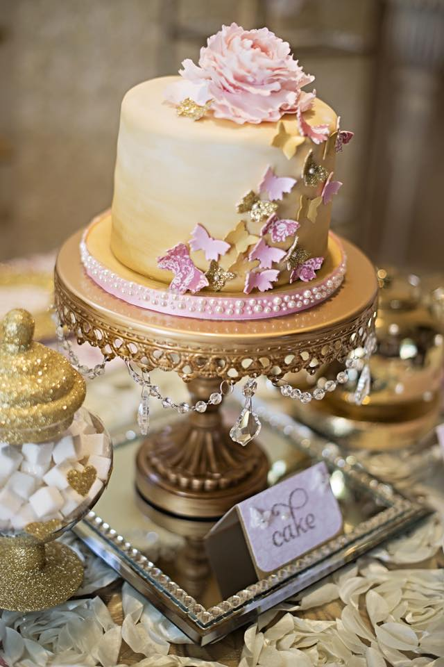 gold+chandelier+cake+stand+butterfly.jpg
