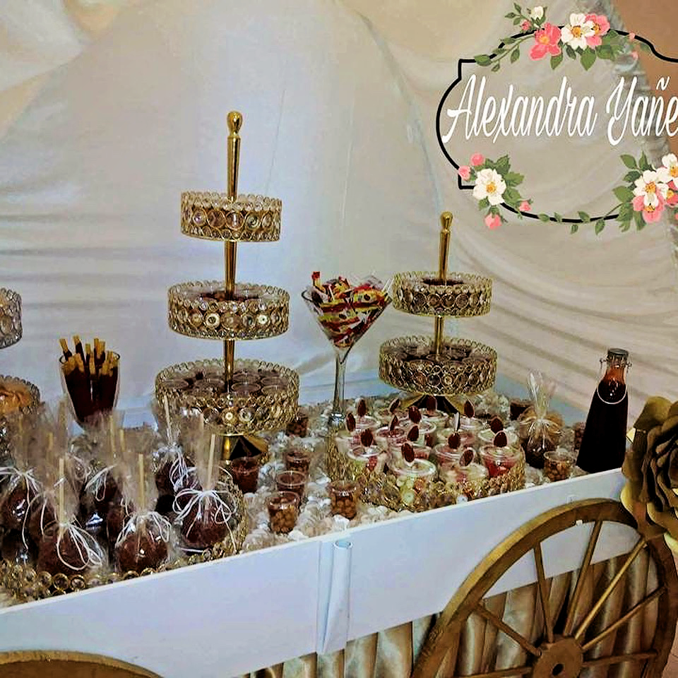 Dulce-Placer-dessert-cart-bling-trays-opulenttreasures.png