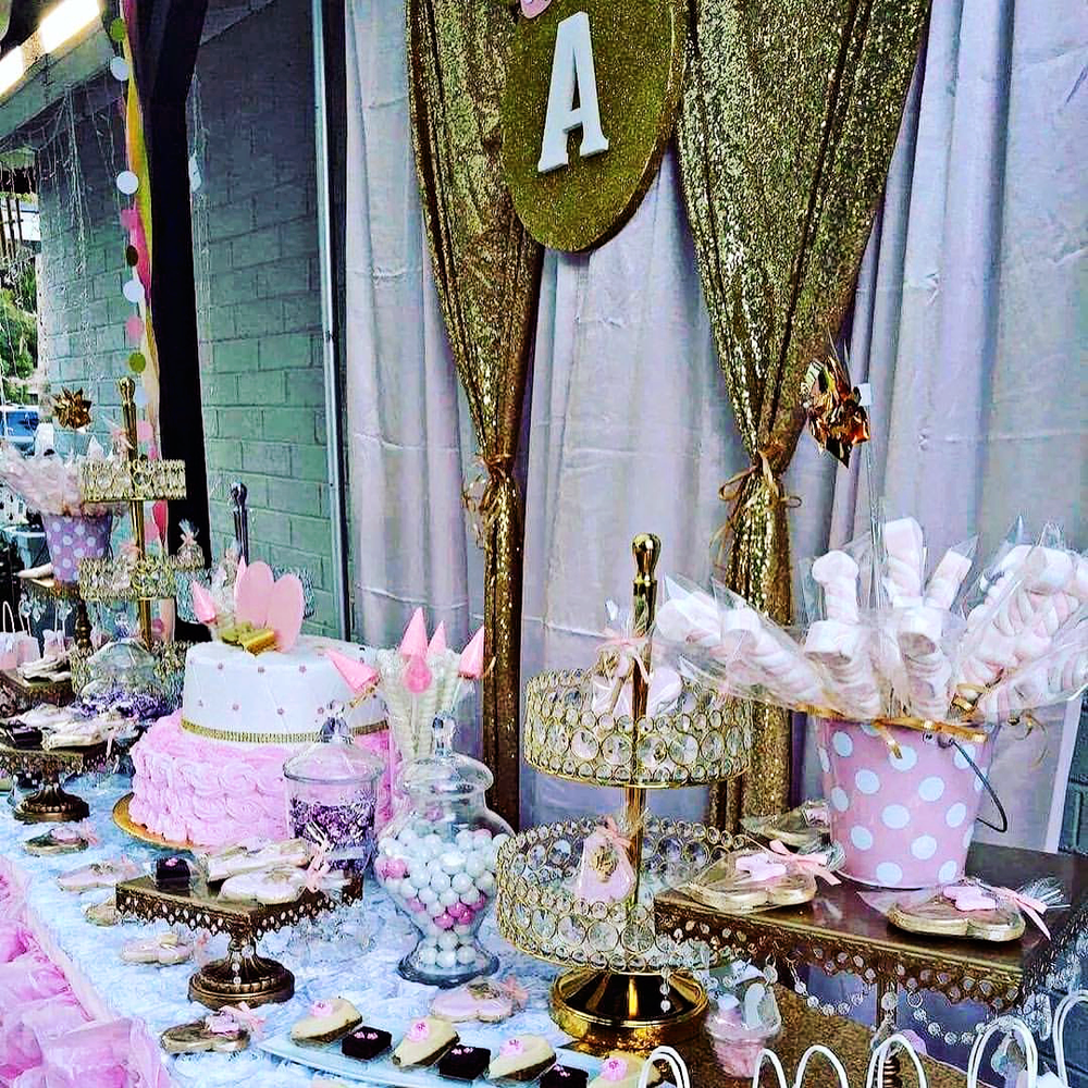 Opulent-treasures-bling-tray-gold-dessert-table-dulce-placer.png