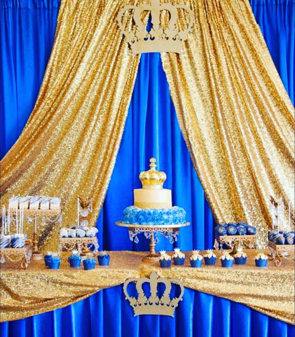 Royal-blue-gold-cake-stands-opulent-treasures-dulce-placer.png
