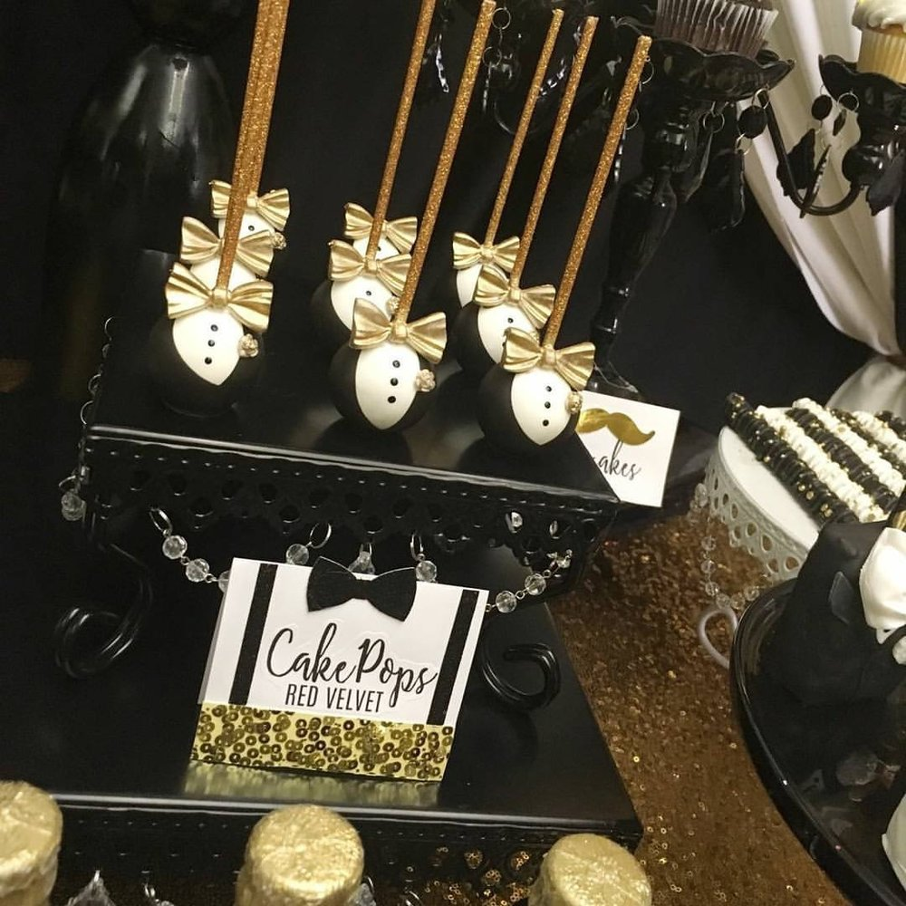 chandelier-square-loopy-black-cake-stand.JPG