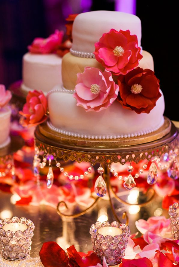 Opulent Treasures  Chandelier Loopy Cake Plate    Photo  Nyk and Cali Wedding Photographers