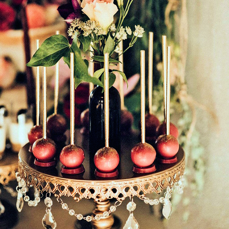 gold-chandelier-cake-stand-cake-pops.png