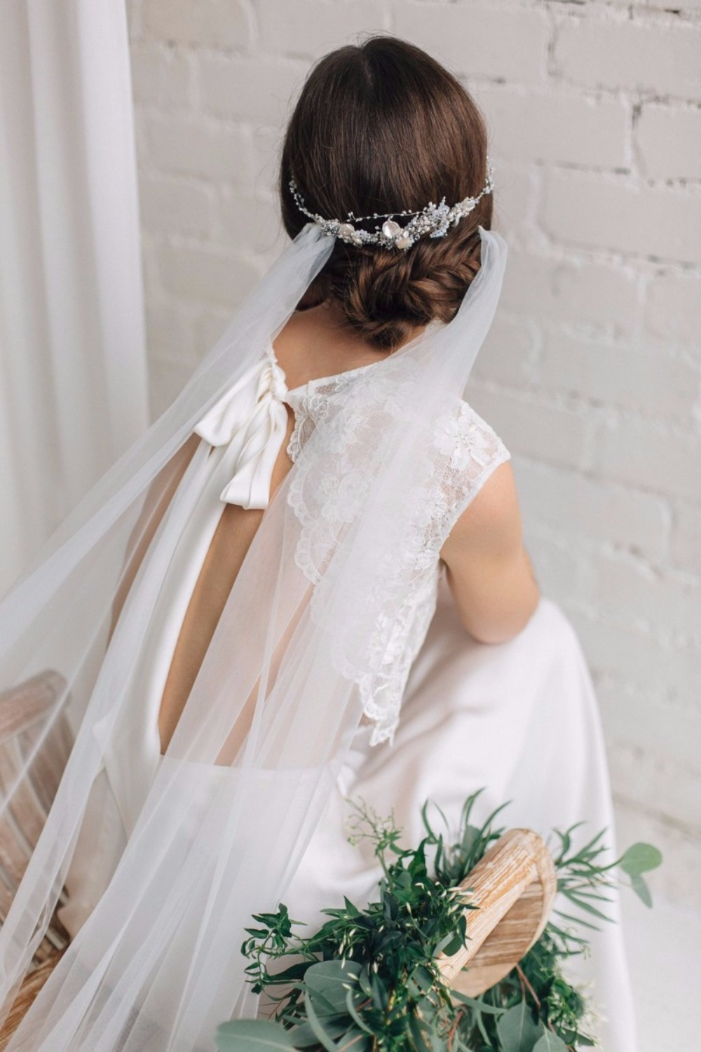 This hairpiece completely eliminates the need for a veil, and we're so into it! Jurgita Bridal