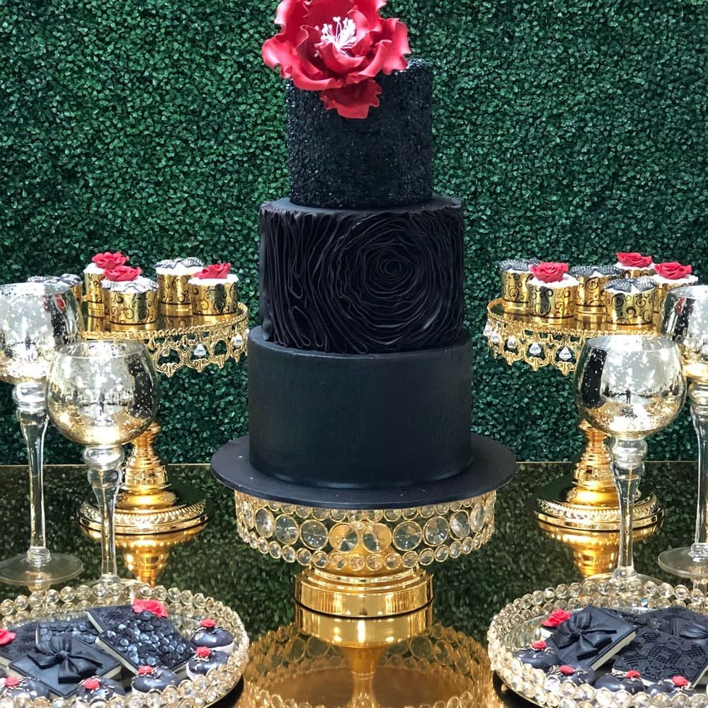 Opulent-Treasures-shiny-gold-chandelier-cake-stands-tiered-cake.jpg