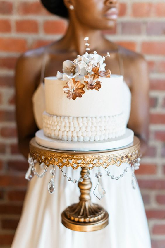 Wedding Cake Designer: Sweet Beginnings  Photo:  Unique 2 Chic