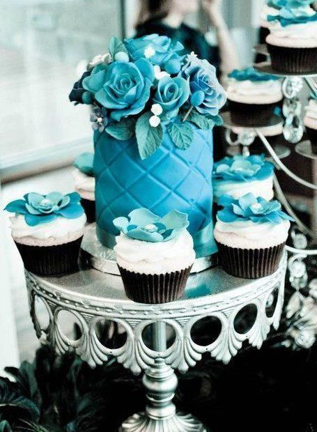 something blue wedding cakes opulent treasures cake stands07.jpg